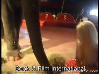 SExy nude blonde wants the elephant in her pussy or ass