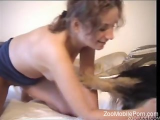 Bedroom sex with the dog for a lonely wife in heats